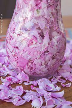 infusion de rose dans eau lavande et coquelicot