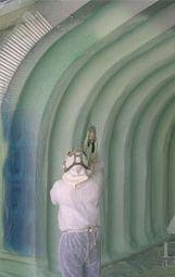 Zdjęcie pokazuje jedną z wielu nawierzchni ścian, na której można zastosować izolację natryskową pianką poliuretanową. Więcej na izolacja-pianka-dolnoslaskie.eu.