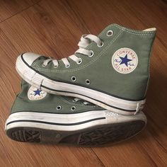 Sneakers Fashion, Fashion Shoes, Shoes Sneakers, High Top Sneakers, Converse Shoes High Top, Cute Converse, Green Converse, How To Have Style, Aesthetic Shoes