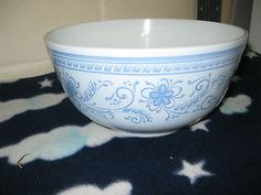 Vintage Pyrex RARE 3 Qt Brittany Blue Nesting Bowl