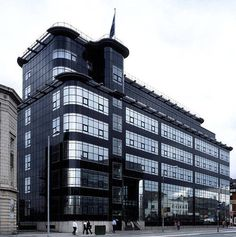 Daily Express Building, Manchester (1939) by Owen Williams. Grade II * listed building built for the Daily Express Newspaper as one of three. The other two are situated in London and Glasgow. Image from Looking At Buildings