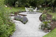 Trädgårdsflow: Rabatter - gravel and lavender Gravel Garden, Veg Garden, Small Gardens, Outdoor Gardens, Outdoor Landscaping, Outdoor Decor, Beach Patio, Front Courtyard, Dream Garden
