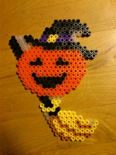 Easy Halloween Crafts Ideas for Toddlers. Even little hands can make these cute Halloween decors-- with guidance from Mommy or Father, obviously. DIY these hanging ghosts Melty Bead Patterns, Pearler Bead Patterns, Perler Patterns, Beading Patterns, Hama Beads Design, Diy Perler Beads, Perler Bead Art, Hama Mini, Hama Beads Halloween