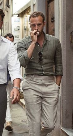 Men casual styles 386394843032140063 - A Man's Complete Guide to Linen: Hacks for Wrinkles, Affordable Picks, Outfit Inspiration & More Source by moapichai Mode Outfits, Fashion Outfits, Moda Formal, Stylish Mens Outfits, Mens Linen Outfits, Mens Dress Outfits, Look Man, Trouser Outfits, Linen Pants Outfit