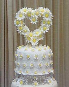 Daisy Wedding Cake - Anna's Cake Art The topper is made of gum paste. Daisy Wedding Cakes, Daisy Cakes, White Wedding Cakes, Beautiful Wedding Cakes, Beautiful Cakes, Anna Cake, Cake Centerpieces, Black And White Wedding Cake, Sculpted Cakes