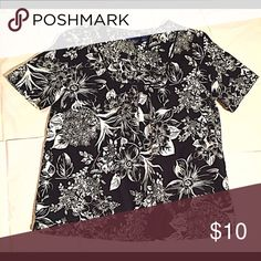 Gloria Vanderbilt Misses Floral Top Reset your casual style with this Gloria Vanderbilt's black and white vibrant floral-inspired top. Short sleeves. Round neck. Cotten/polyester. Hits at hip. Machine washable. Imported. Gloria Vanderbilt Tops Button Down Shirts