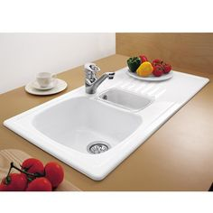 The Medici will look at home in both farmhouse and urban type settings and is a most practical family of sinks. Ceramic Kitchen Sinks, Kitchen Sink Taps, Pottery Bowls, Ceramic Bowls, Kitchen Sink Organization, Diy Kitchen Remodel, Bowl Sink, Ceramic Materials, New Kitchen