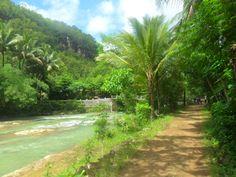 """""""Jalan-jalan di tepi sungai karst """" Pemandangan desa yang elok dan bersih,...Pacitan, Indonesia"""