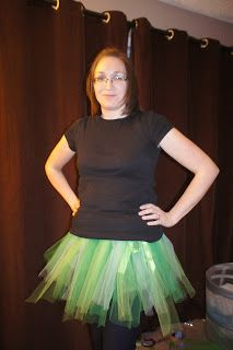 DIY Tutu for adults or toddlers from readwriterunmom.com  I want a Seahawks themed tutu for games! Better find things now since football is coming!