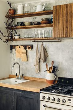 my scandinavian home: Before & After: A Beautiful Handmade Kitchen On A Shoestring Budget / Lobster & Swan. my scandinavian home: Before & After: A Beautiful Handmade Kitchen On A Shoestring Budget / Lobster & Swan. Shabby Chic Kitchen, Rustic Kitchen, Kitchen Decor, Nice Kitchen, Earthy Kitchen, Cozy Kitchen, Kitchen Ideas, Reclaimed Wood Kitchen, Kitchen Stove