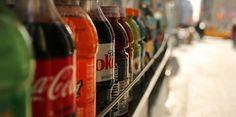 Boissons light : Les édulcorants artificiels de ces boissons pourraient perturber l'action de certaines bactéries de l'intestin, favorisant le développement