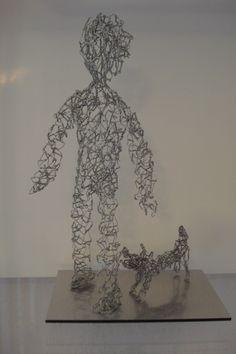 Enfant avec chien - Kind mit Hund, fil de fer - Draht, env. 25 cm H, 2012