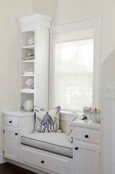 Let these small window seat ideas inspire you to create additional seating more storage and more relaxing moments in your home. Let these small window seat ideas inspire you to create additional seating more storage and more relaxing moments in your home. Interior, Family Room, Home, Cottage Homes, Home Decor Trends, New Interior Design, House Interior, Interior Design, Window Seat
