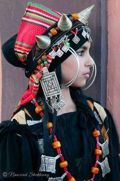 Los pueblos nómadas de Marruecos tienen tal ropa hermosa