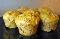 Cuentan que esta preparación proviene de Londres, Inglaterra, donde se han encontrado recetas que datan de 1703. Su nombre proviene de la palabra moofin , cuya adaptación puede venir de la palabra francesa moufflet ,que significa pan suave. Se consumía preferentemente en desayunos o como ... Tapas, Protein Muffins, Cupcake Wars, Savory Snacks, Mini Cakes, Cup Cakes, Empanadas, Brunch Recipes, Deli
