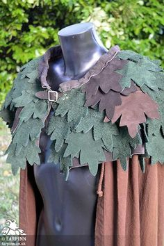 The Keyleth Druid Suede Leaf Mantle is inspired by the character Keyleth from Critical Role. This mantle is a beautiful piece of costume made from top quality suede leather. The mantle is cut in a simple semi-circle which makes it compatible with Elf Cosplay, Elf Costume, Diy Costumes, Cosplay Costumes, Hobbit Costume, Tree Costume, Wizard Costume, Cosplay Ideas, Hurley
