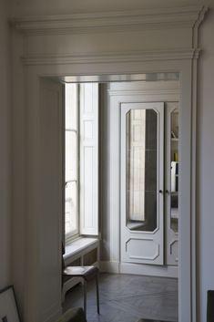 Foto Ambroise Tézenas per Living Best Interior, Interior Styling, Traditional Interior Doors, Door Design, House Design, Joseph Dirand, Doors And Floors, Apartment Interior Design, Elegant Homes