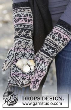 "Moonflower Mittens - Knitted DROPS mittens with Nordic pattern in ""Fabel"". - Free pattern by DROPS Design Mittens Pattern, Knit Mittens, Knitted Gloves, Knitting Socks, Knitting Patterns Free, Free Knitting, Free Pattern, Drops Design, Jaquard Tricot"