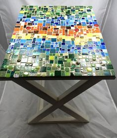 Mosaic table or tray with casual stripes Mosaic Tile Art, Mosaic Crafts, Mosaic Projects, Mosaic Glass, Mosaic Designs, Mosaic Patterns, Mosaic Furniture, Mosaic Madness, Custom Tables