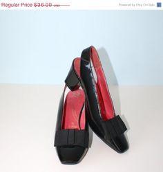 20% Off SALE 1950s Black PATENT Leather Pumps / Vintage Sling Back Heels / Portraits by Mr. Kimel / Size 6 1/2