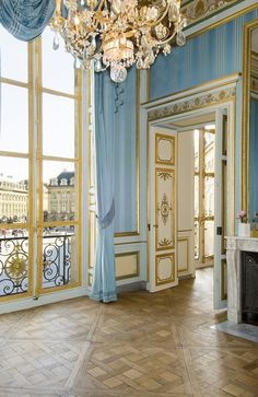 Example of a Rococo cokor scheme, Hotel d'Evreux, place Vendôme, Paris, France Chic Apartment Decor, Apartment Design, Apartment Layout, Apartment Interior, Apartment Living, Living Room, Place Vendome Paris, Place Vendôme, Belle Villa