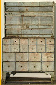 COLORWAYS Annie Sloan Chalk Paint mixing recipe chart for custom color : Green Inspirational Idea Primitive Furniture, Country Furniture, Unique Furniture, Industrial Furniture, Vintage Industrial, Painted Furniture, Vintage Furniture, Furniture Design, Primitive Kitchen