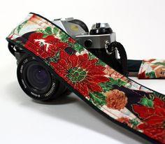 dSLR Camera Strap, Christmas, with Pocket, Poinsettia, Winter , Red, Green