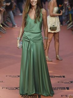 Green with envy Casual Dresses, Fashion Dresses, Formal Dresses, Long Dresses, Modest Fashion, Dress Long, Pretty Dresses, Beautiful Dresses, Dress Skirt
