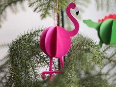 Kerstballen maken - Een 3D dinosaurus, flamingo en unicorn bal knutselen Christmas Crafts, Christmas Ornaments, 3 D, Holiday Decor, Christmas Jewelry, Christmas Decorations, Christmas Decor