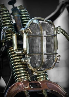 Custom Headlamp This is amazing....it's on the verge of being steampunk...