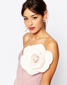 Image 1 - ASOS - Rose oversize à porter sur les cheveux ou sur les vêtements - Blush