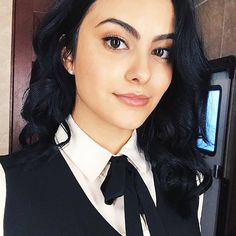 Image shared by Find images and videos about riverdale, camila mendes and veronica lodge on We Heart It - the app to get lost in what you love. Veronica Lodge Outfits, Veronica Lodge Fashion, Veronica Lodge Style, The Veronicas, Morticia Addams, Verona, Wednesday Addams Makeup, Veronica Lodge Aesthetic, Stranger Things