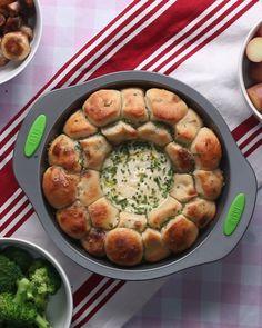Monkey Bread Brie Fondue Recipe by Tasty Use Gluten Free Pizza Dough Fondue Recipes, Potluck Recipes, Pizza Recipes, Cooking Recipes, Brie Bread Recipe, Brie Cheese Recipes, Cooking Bread, Meatball Recipes, Pasta