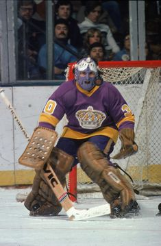 Great Hockey Photos You've Just Seen for the First Time! Hockey Goalie, Hockey Games, Ice Hockey, Canadian Hockey Players, Los Angeles Pictures, La Kings Hockey, Boston Bruins Hockey, Goalie Mask, Los Angeles Kings