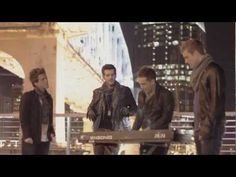 """OMG the harmonies are amazing in this video!  Anthem Lights Best of 2012 Pop Mash-Up - """"Call Me Maybe"""" """"Payphone"""" """"Wide Awake"""" """"Starships"""". BEST MASHUP I HAVE EVER HEARD. EVERY SINGLE SONG WAS BETTER THAN THE ORIGINAL HOW DO THEY DO THAT."""
