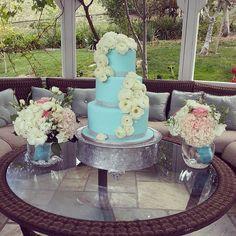 #dressmycake #tiffanybluecake #gardenparty