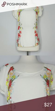 """Floral shirt Length: 24 1/2"""" (shoulder to hem)  Light weight floral Top.  Super cute goes well with jeans ,skirts just about snything.  Comes from a smoke free enviroment.   ♡ Offers welcome through offer button. ◇ NO trades, please. ♡ Same/Next day shipping. Old Navy Tops Blouses"""