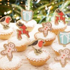 Beautiful vintage mince pie and cupcake toppers to add that finishing touch to your christmas party table! Featuring gingerbread men, robins, deer and presents! Christmas Cupcake Toppers, Christmas Cupcakes Decoration, Gingerbread Decorations, Outdoor Christmas Decorations, Decoration Table, Cake Decorations, Christmas Gingerbread House, Christmas Treats, Christmas Time