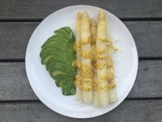 The perfect light spring dinner: White Asparagus with Avocado & Parmesan with Vinaigrette Sauce Light Spring, Vinaigrette, Parmesan, Asparagus, Avocado, Dinners, Vegetables, Recipes, Food