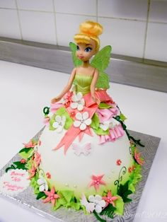 Tinkerbell doll cake Greens and yellows. Lots of party favor bag items also at the tore. Barbie Torte, Barbie Cake, Barbie Doll, Cute Cakes, Pretty Cakes, Bolo Tinker Bell, Tinkerbell Doll, Fairy Cakes, Dress Cake