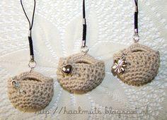 Haakmuts: Een tasje vol.......kleine give away Love Crochet, Crochet Gifts, Diy Crochet, Crochet Ideas, Embroidery Needles, Gift Bags, Straw Bag, Purses, Sewing