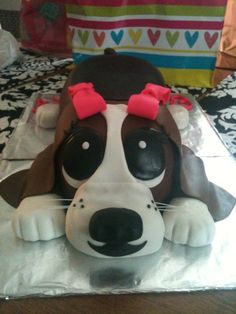 Basset hound. dog cake!  Hello.....birthday is Saturday!!!