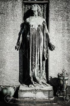 23363628-scary-cemetery-statue-horror-death-Stock-Photo.jpg (863×1300)