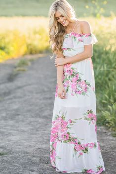 This halter cold shoulder maxi dress is so dreamy and gorgeous! We love the pretty ivory color and gorgeous bold...
