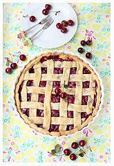 Someday I'll make a cherry pie that looks like this...