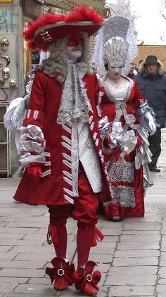 Carnaval a Venise -Italia ,,,beautifully **+ Venetian Costumes, Venice Carnival Costumes, Mardi Gras Carnival, Venetian Carnival Masks, Carnival Of Venice, Masquerade Costumes, Venetian Masquerade, Masquerade Ball, Venice Carnivale