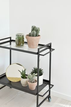 The trolley is inspired by the influential German art school Bauhaus. The design is light and graphic. Use it as a bar trolley, as a movable table or for your indoor herb garden. Interior Plants, Interior And Exterior, Interior Design, Bauhaus, Plant Table, House Plant Care, Nordic Home, Industrial House, Room Accessories
