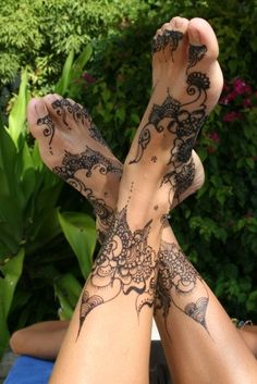 @Tamarmanda Montaque...love this but I would have to be unconscious..I have a tat on my foot and it was really painful!!!