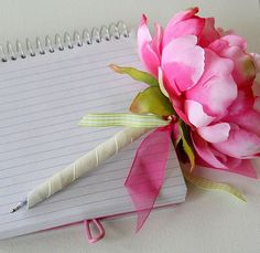 How to make a flower pen. A whole vase of these would look cool! And no one would steal them!