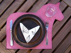 Dala Horse placemat..I need these! Swedish House, Swedish Style, Horse Birthday Parties, Horse Camp, Horse Party, Place Mats Quilted, Swedish Christmas, Wooden Horse, Horse Crafts